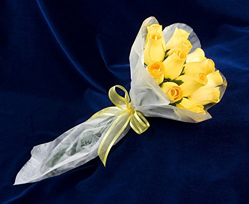 Bakers-Dozen-Bouquet-of-13-Yellow-Wood-Roses