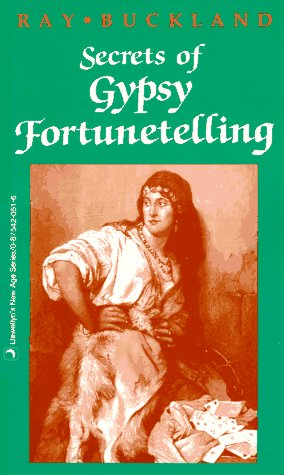 Secrets of Gypsy Fortunetelling (Llewellyn's New Age Series)