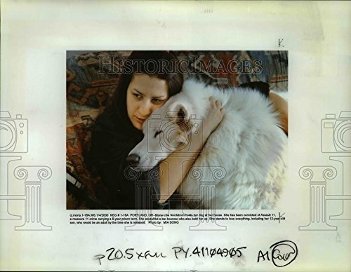 2000 Press Photo Mona Lisa Nordstom holds her dog, she's been convicted of Assau from Vintage Photos