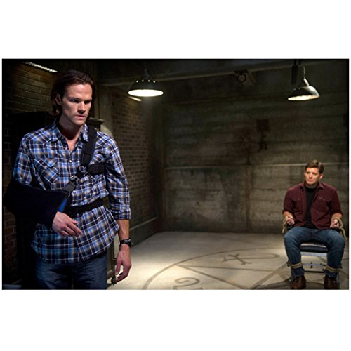 Jared Padalecki 8 inch X 10 inch photograph Supernatural (TV Series 2005 - ) Standing Wearing Sling w/Jensen Ackles Seated in Background kn ()
