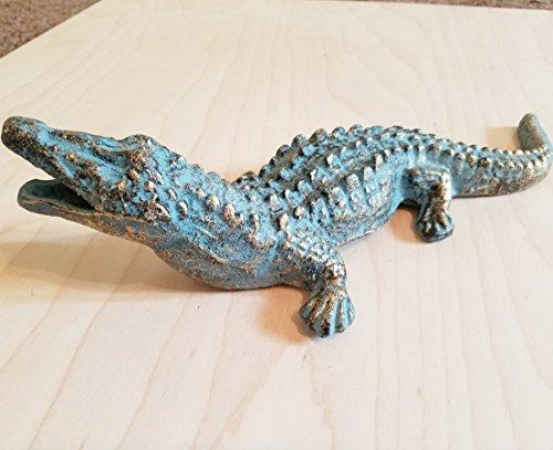 (Distressed Alligator Animal Reptile Statue Gator Figure Sculpture)