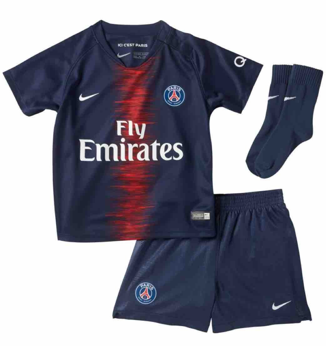 new arrival 77355 dfc23 Amazon.com : Nike 2018-2019 PSG Home Baby Kit : Sports ...