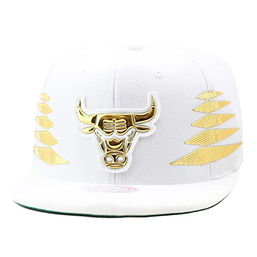 Mitchell   Ness Men s NBA Solid Gold Diamond Logo Snapback Cap ... 4cbe5f683fa3