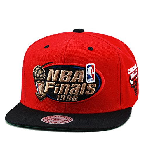 Mitchell & Ness Men's Chicago Bulls 1996 NBA Finals Commemorative Snapback Hat One Size Red -