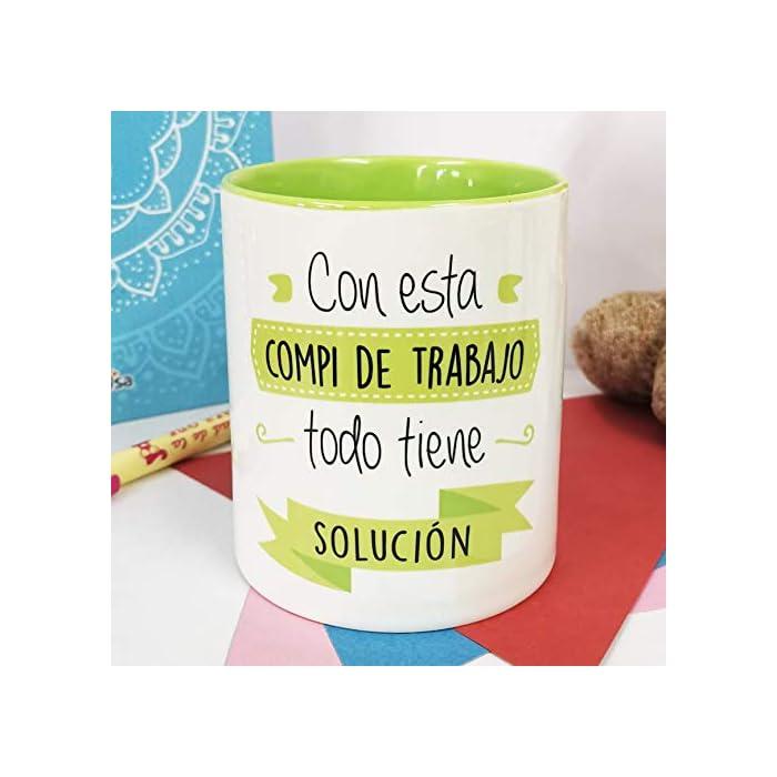 51GJ6WvfM6L ☕ {Taza de porcelana calidad premium} Taza personalizada de porcelana resistente y elegante. Dura tanto como el recuerdo de los buenos momentos. ? {Tamaño ideal, cabe todo lo que quieras} El tamaño de esta taza de porcelana es 8x10x12 y su capacidad de 330 ml. Café, té, bolígrafos o tus mejores recuerdos. Es multiusos y cabe lo que desees. ? {Taza de porcelana todoterreno} Se puede meter en el microondas y lavavajillas.