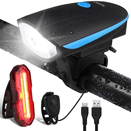 51GJihcodCL. SS500 💥 Súper Brillantes y Múltiples Modos - El luces para bicicleta te ofrece una conducción nocturna segura (luz delantera de 300 lúmenes y luz trasera de 100 lúmenes); La luz delantera tiene 3 modos (Alto - Bajo – Flash - Off); Luz trasera con 5 modos (Rojo - Rojo Intermitente - Blanco - Blanco Intermitente - Rojo / Blanco Intermitente - OFF) 💥 Impermeable IP65 y Libre Campana de Bici - La Luz bicicleta es adecuada para todo tipo de clima, ya sea niebla o lluvia, las luces de bicicleta le proporcionarán luces de visibilidad para mayor seguridad y protección en condiciones meteorológicas adversas. La luz de bicicleta viene con un cuerno libre - 120 dB hace que su viaje sea más seguro. 💥 Recargable USB y Carga Inteligente - la batería de litio del interior (1200 mAH) se puede cargar por completo rápidamente en 2 horas, simplemente con un cargador USB, una PC o cualquier puerto USB. El sistema de apagado automático y completamente cargado garantiza la seguridad y una mayor duración de la batería.