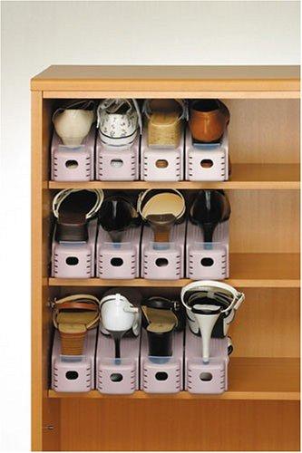 下駄箱に靴を納めると、たいていの場合、上にスペースが余っている。このスペースをもっと活用できればいいのにと思ったことはないだろうか。