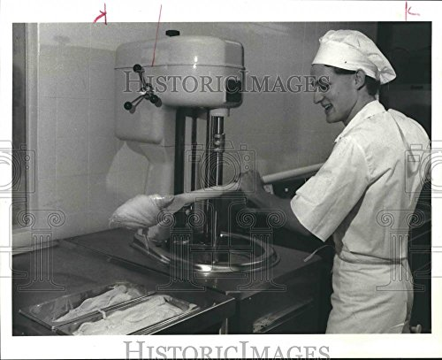 (Vintage Photos 1985 Press Photo Manager Steven Silverstein At Dolce & Freddo Italian Ice Cream)