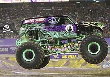 hochwertiges poster auf dem der monstertruck mit grave digger aufschrift abgebildet ist echtes foto fantastische dekoration fur die wand in