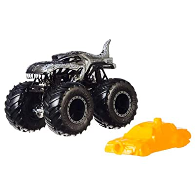 Hot Wheels Monster Trucks Mega Wrex Creature Vehicle - Connect and Crash Car Included 39/50 1:64 - Silver Car with Giant Wheels: Toys & Games