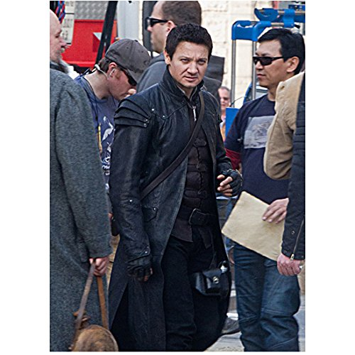 Jeremy Renner Wearing Hansel Costume Behind The Scenes 8 x 10 Photo -