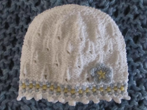 knitting-pattern-baby-hat-with-striped-slip-stitch-border-and-picot-trim-0-3-12-months