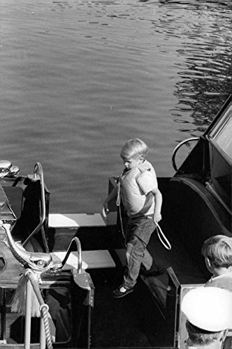 vintage-photo-of-princess-anne39s-children-on-yacht-wearing-a-life-jacket