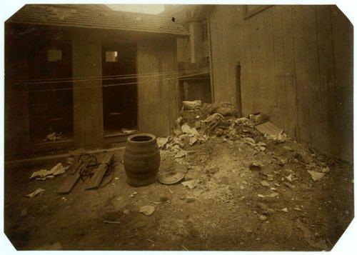 HistoricalFindings Photo: Back Yard,70 Borden Street,Providence,Rhode Island,Labor Housing,Lewis W. Hine