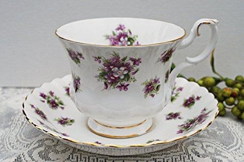 ROYAL ALBERT SWEET VIOLET TEA CUP AND SAUCER SET (MADE IN (Royal Albert Sweet Violets)