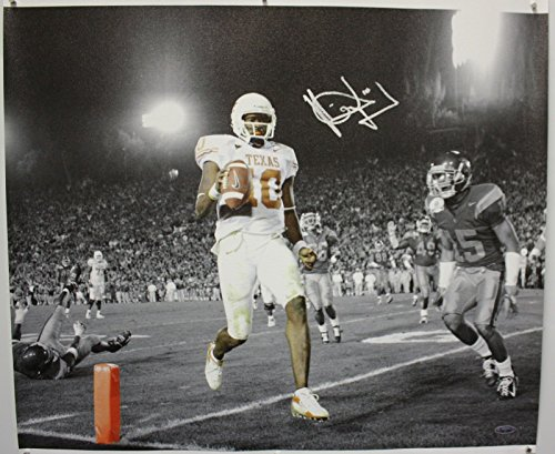 - Vince Young Autographed 20x24 BW w/ Color Canvas- TriStar Authenticated