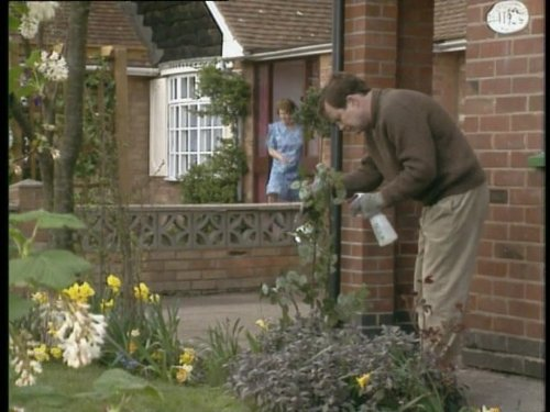 Onslow's Birthday (Keeping Up Appearances Season 2)