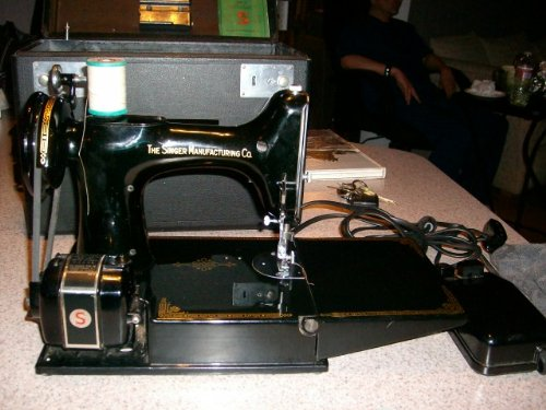 Singer Featherweight 221-1 Antiquated Sewing Machine Scroll Face, Working c. 1940