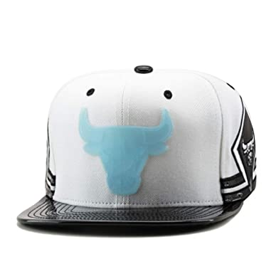 3d78f20260aa Amazon.com  Mitchell   Ness See Through Snapback NBA Chicago Bulls White  One Size  Clothing