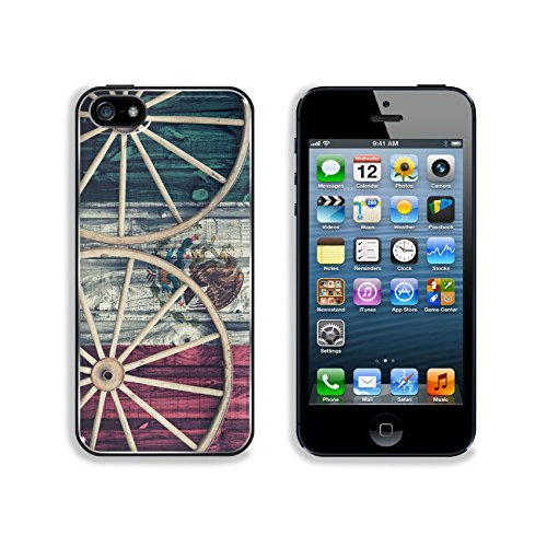 liili-premium-apple-iphone-5-iphone-5s-aluminum-backplate-bumper-snap-case-a-close-up-of-two-antique