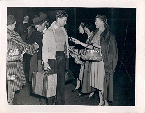 1942 Photo Bob Warreir Paul Moore Jr Men Vintage Luggage Girls Baskets (Vintage Stamped Luggage)