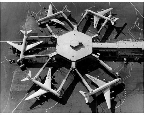 10x8 Print of Docked DC-8s (14559681) (Airlines Types United Plane)