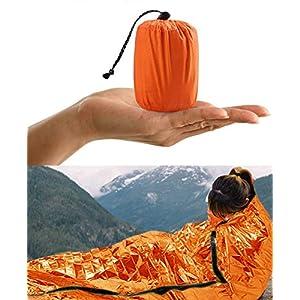 HONYAO Saco de Emergencia Dormir, Supervivencia Bivvy Manta, Impermeable Aislamiento Térmico Albergue, Brillante Naranja, Ligero y Reutilizable para Acampar Supervivencia Al Aire Libre 2