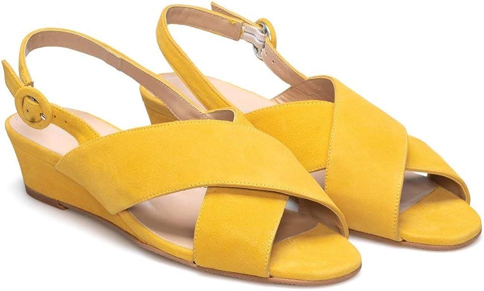 LEIRE - Sandalias Amarillas con Cuña Casual de Mujer en Piel con Tiras Cruzadas - Hechos en España - Cierre Hebilla - Altura Cuña 2 cm - Moda Tendencia Cuñas Planas -