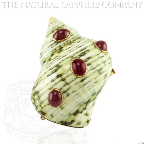 LARGE SHELL BROOCH IN 18K YELLOW GOLD WITH CABOCHON RUBIES. (J4330) (Shell Yellow Brooch)