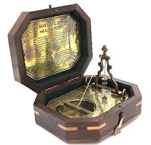 Casanova Nauticals - Caja de madera con reloj solar y brújula (latón macizo)