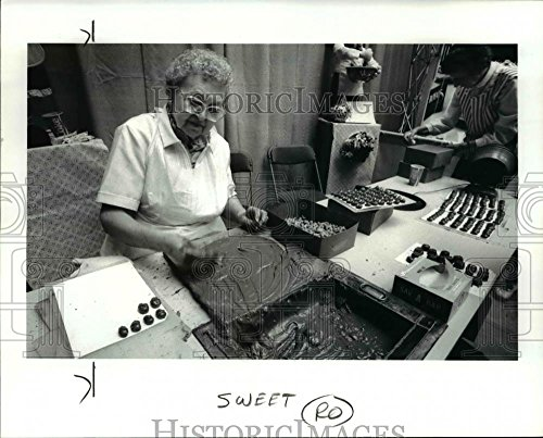 (Historic Images 1986 Press Photo Hand dipped cashews at Chocolate affair in Terminal Tower - 8 x 10 in)