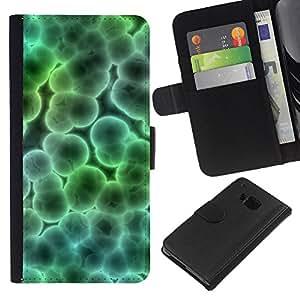HTC One M7 , la tarjeta de Crédito Slots PU Funda de cuero Monedero caso cubierta de piel ( Microscope Bacteria Virus Wallpaper Art Bubble)