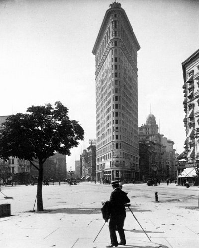 (POSTCARD. THE FLATIRON BUILDING, NEW YORK CITY, c.1900. PHOTOGRAPH BY ROBERT L. BRACKLOW. NEW)