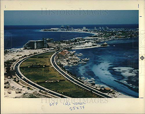 (Historic Images - 1990 Vintage Press Photo CANCUN Mexico resort - dfpd49775)