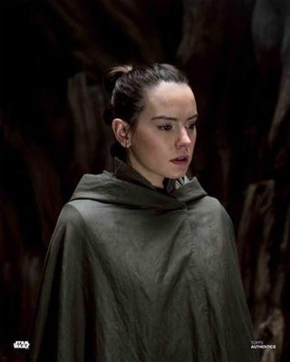 The Last Jedi 8x10 Photo Daisy Ridley as Rey in Star Wars Star Wars Authentics