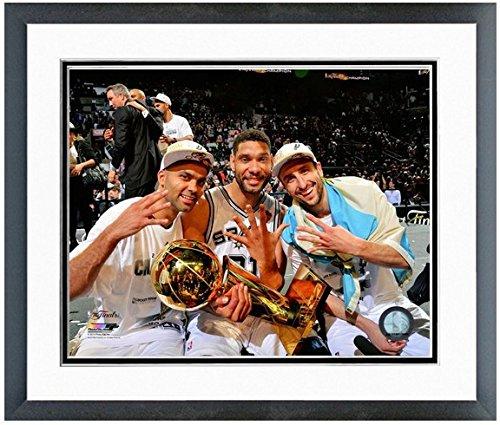 トニーパーカー、Tim Duncan、Manu Ginobili San Antonio Spurs 2014 NBA Champions Trophyフォトフレーム入り 22.5\  B00L1O8ZB0