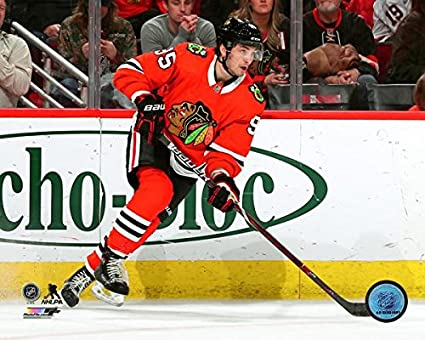 Amazon.com  Dylan Sikura Chicago Blackhawks NHL Action Photo (Size ... 93f0690df