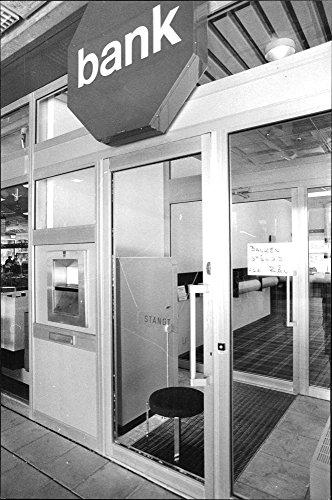 vintage-photo-of-robbery-at-handelsbanken