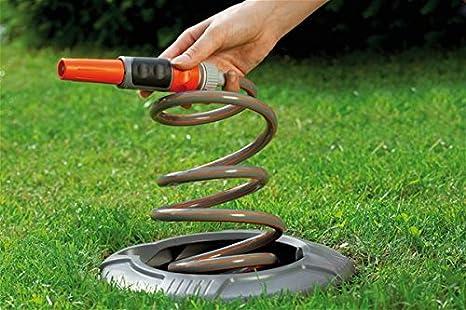 Gardena 8253-20 - Soporte de manguera espiral para conductos, extraer agua del suelo como electricidad del enchufe, con manguera espiral y boquilla de ...