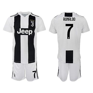 1b9349ec1cd Amazon.com  Kaari 2018 19 The New Juventus Ronaldo Men s Soccer ...