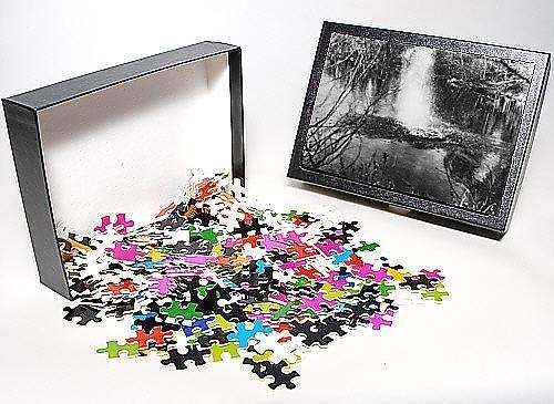 Photo Jigsaw Puzzle of Mitchell Hedges tests a sub machine gun, 1921