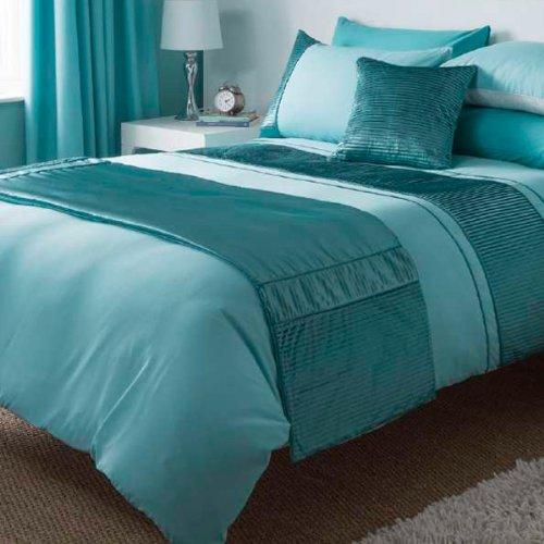 Chemin de lit bleu po le cuisine inox - Jete de lit bleu ...