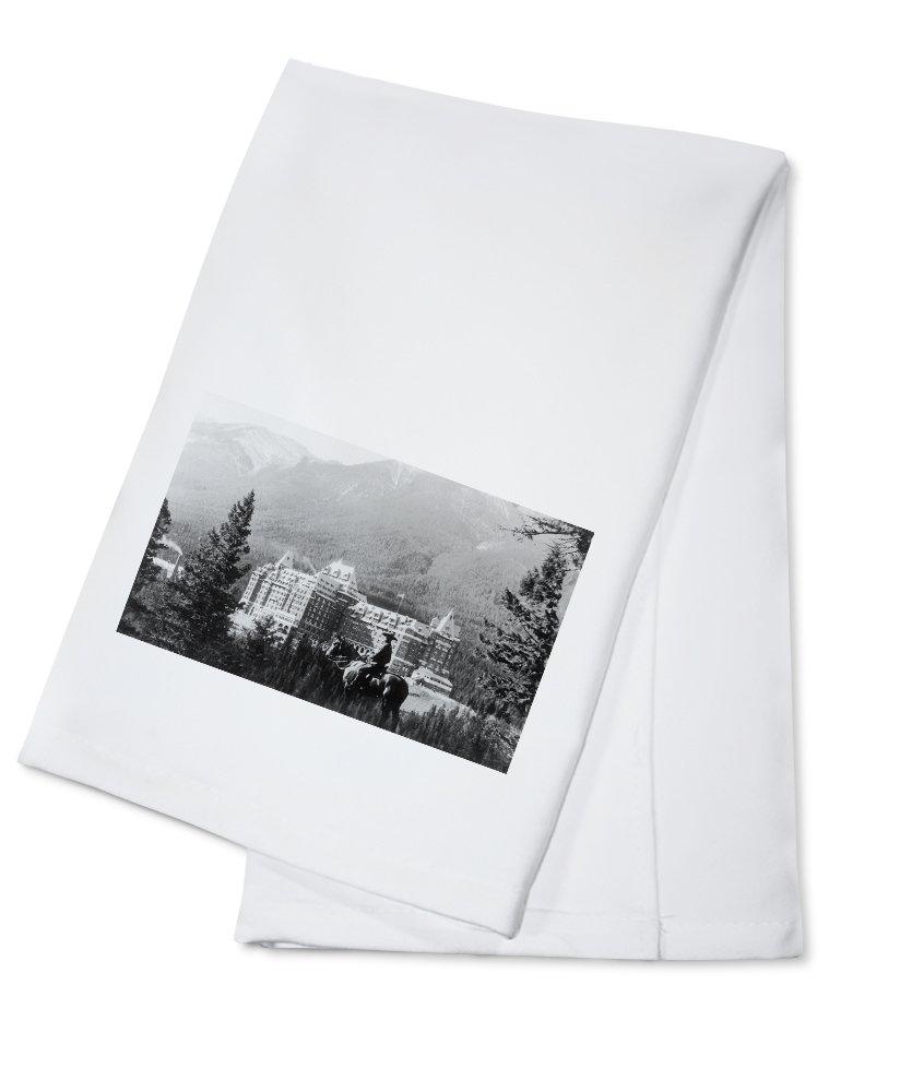 Banff, Alberta, Canada - Exterior View of Banff Springs Hotel (100% Cotton Kitchen Towel)
