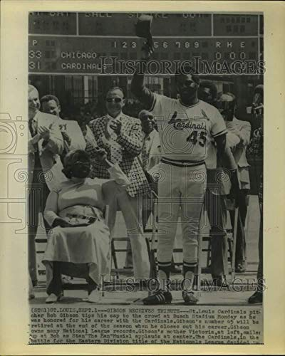 (Vintage Photos 1975 Press Photo St. Louis Pitcher Bob Gibson Honored at Retirement Ceremony.)