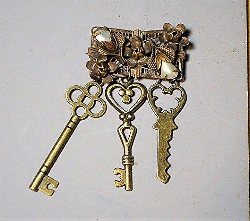 Vintage CHATELAINE Key Brooch, 1 1/4