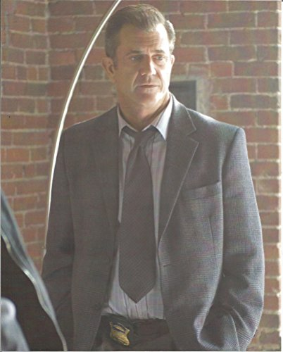 Mel Gibson suit, tie with badge - 8 x 10 Movie Photo 004