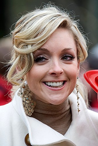 Jane Krakowski In Attendance For 83Rd Annual Macy'S Thanksgiving Day Parade, Seventh Avenue, New York, Ny November 26, 2009. Photo By: Lee/Everett Collection Photo Print (16 x - Everett Macy's