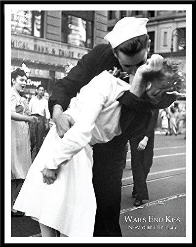 New York City War's End Kiss Kissing the War Goodbye Romance Vintage Photography Poster Print, 11x14 Framed (Kiss End Wars)