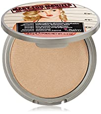 Meet Mary-Lou Manizer, a seemingly innocent honey-hued luminizer that catches everybody's eye. This highlighter, shadow and shimmer diffuses light so your skin looks softer and younger while adding a subtle glow.