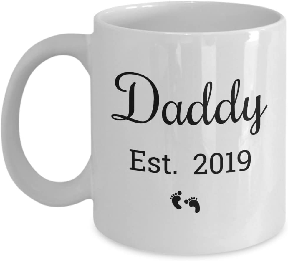 Amazon Com Daddy Est 2019 Mug For Expectant Parents And New Dad Mugs Make Best Christmas Or Birthday Gifts For The Father To Be Kitchen Dining